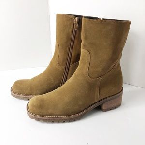 Gianni Bini Suede Ankle Boots. Size 6